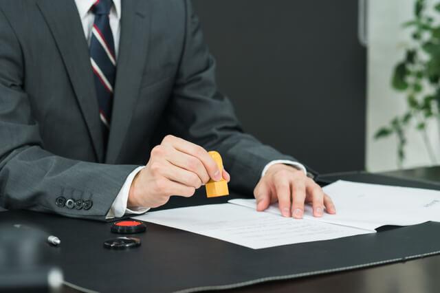 株式譲渡契約書を解説!作成時の注意点やひな形利用の危険性について