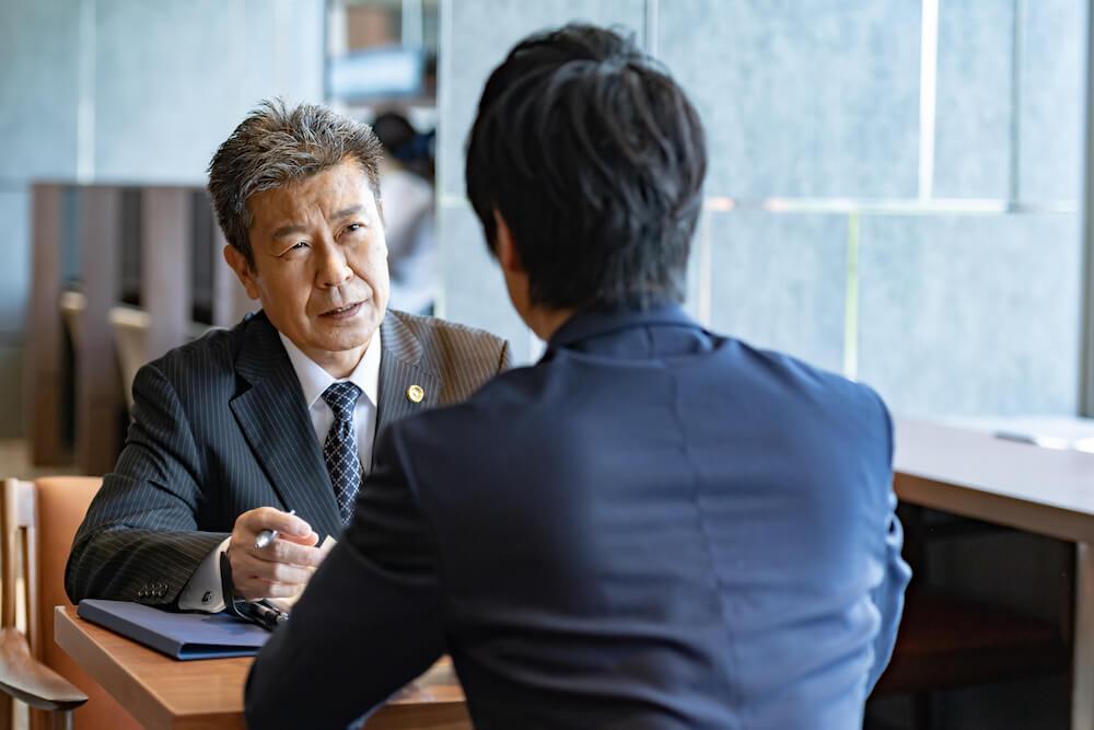会社が不当解雇で訴えられたときに弁護士に相談するタイミングについて